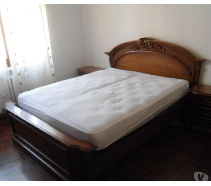 Camera matrimoniale legno noce in stile