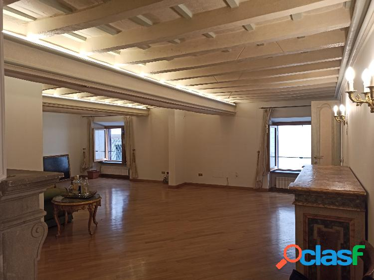 Centro storico - appartamento 4 locali € 2.900 a402