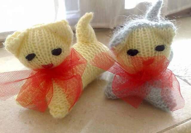 2 piccoli gattini in lana, fatti a mano
