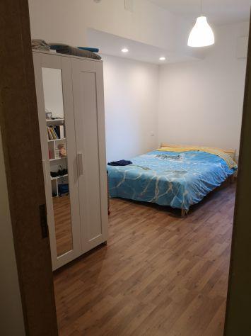 Libera dal 25 maggio stanza singola in centro (con letto