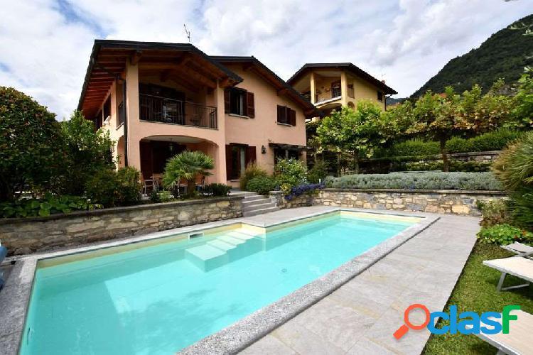 Ossuccio, stupenda villa con giardino e piscina