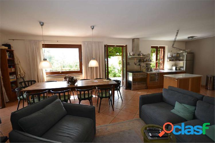 Ossuccio, stupenda villa con giardino e piscina 3