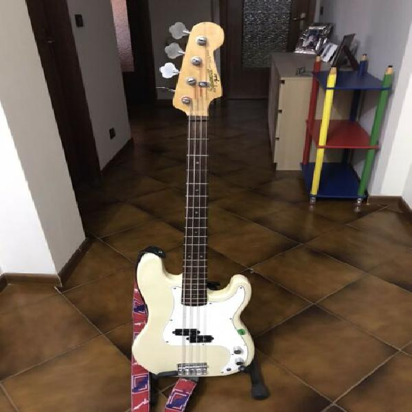 Squier by fender precision bass