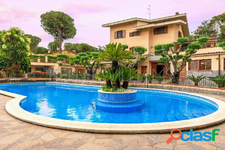 Villa con piscina e parco sull'aurelia