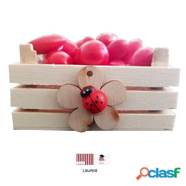 Cassettine di legno con fiore e coccinella - idee per la laurea
