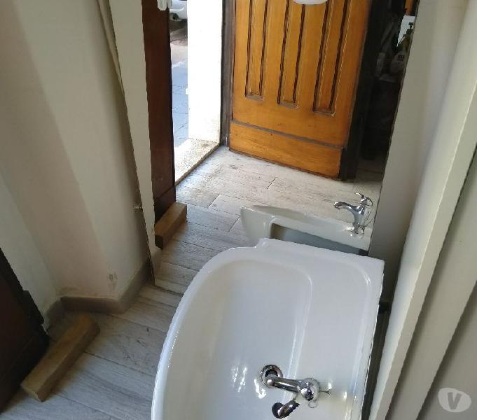 Arredobagno specchio, 2 lavandini e un mobiletto bagno