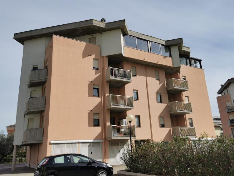 Montesilvano appartamento con garage e posto auto