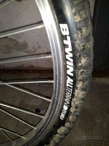 "Bici b-twin all terrain 24"" in buone condizioni generali."