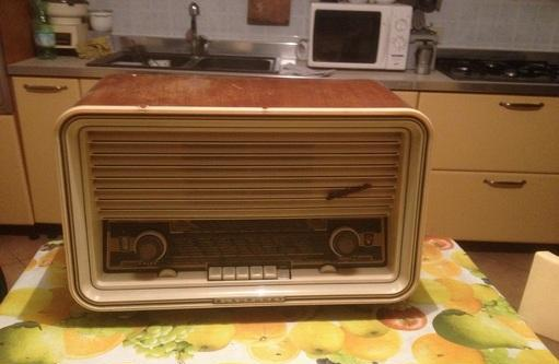 Radio antica a valvole marca blaupunkt mod.sultan brescia