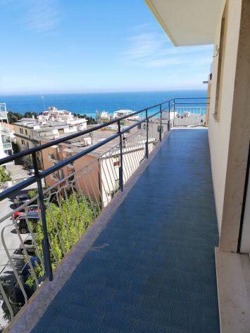 Sanremo affittasi sottoattico vista mare con parcheggio