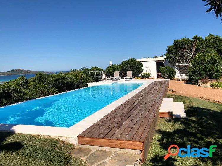 Prestigiosa villa vista mare con piscina