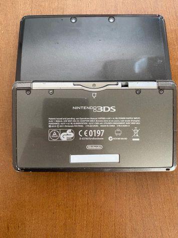Nintendo 3ds nera con giochi e accessori