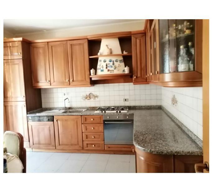 Cucina ad angolo in legno