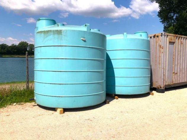 Cisterna d'acqua usata in plastica contenitore d'a rif.
