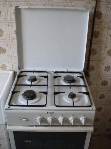 Cucina gas con 4 fornelli marca indesit