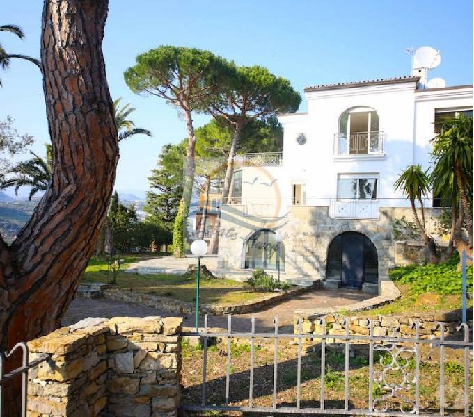 Iv1107 villa con piscina e vista mare in vendita bordighera