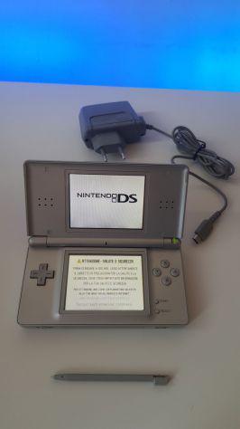 Nintendo ds lite grigio con alimentatore