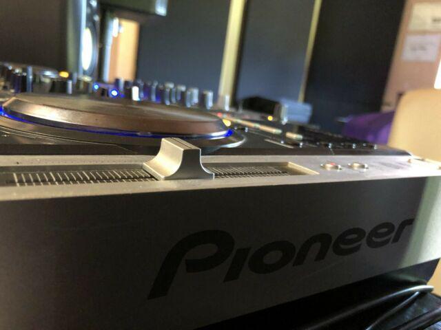 Cdj pioneer 200 e mixer behringer djx 750