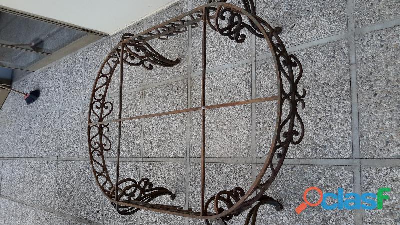 Supporto e / o base in ferro battuto per tavolo