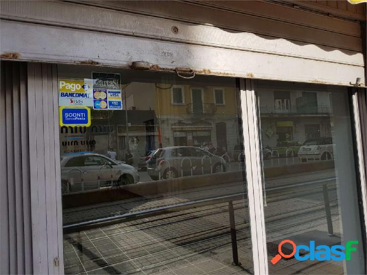 Locale commerciale in via catania in affitto