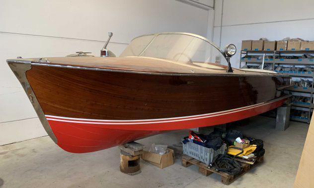 Barca d'epoca cantieri vidoli super falco