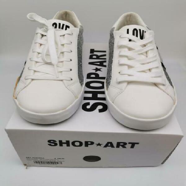 Scarpe bianche scritta love shop art