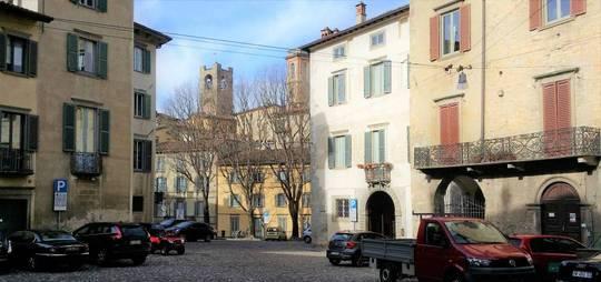 Appartamenti bergamo piazza mercato del fieno cucina: