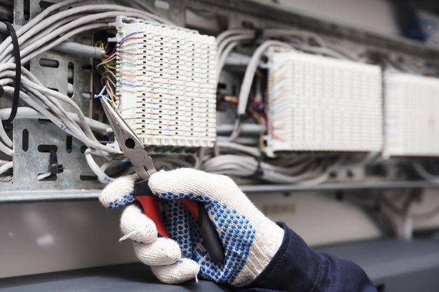 Manutentore elettrico impianti industriali