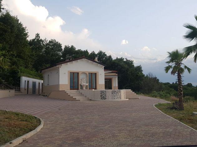 Villa vacanze con piscina vista mare su san benedetto del