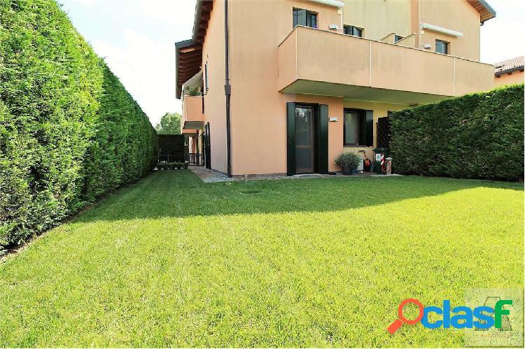Appartamento con giardino_tencarola - rif: j322