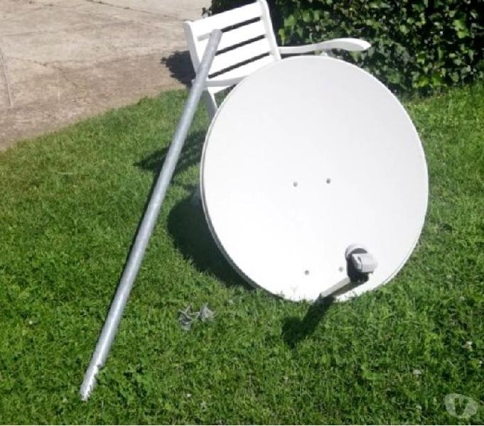 Antenna parabolica con palo e ricevitore