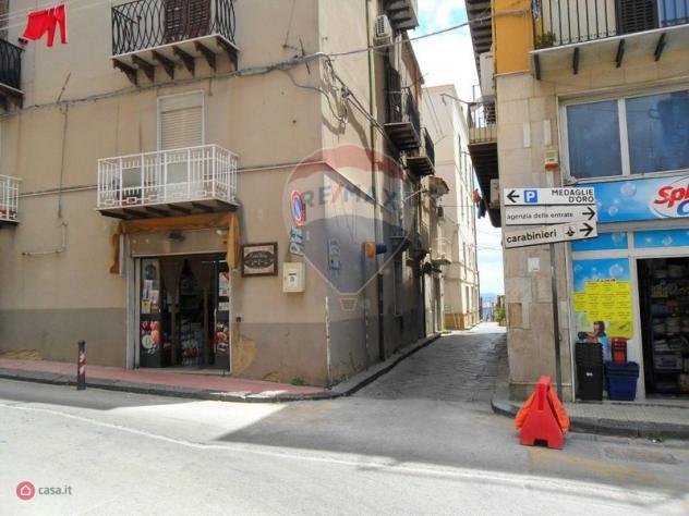 Locale commerciale di 79mq in Via Banno' 37/39 a