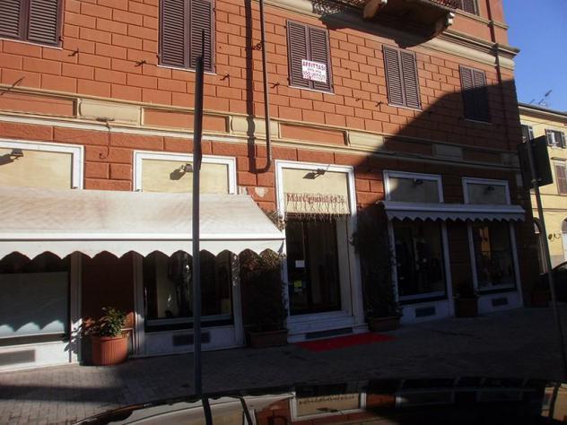 Attività commerciale in affitto a carrara 223 mq rif: