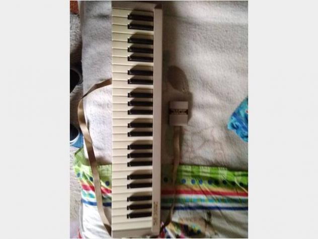 Tastiera musicale commodore 64 usato