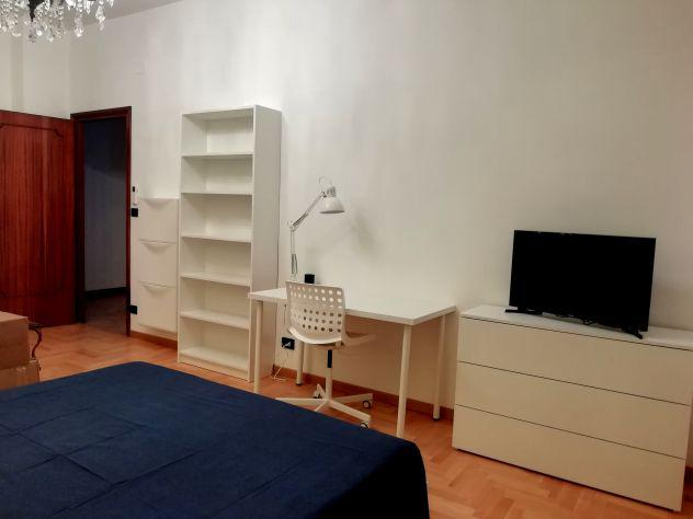 Stanza di 30 m2 in appartamento di 150 mq in condivisione