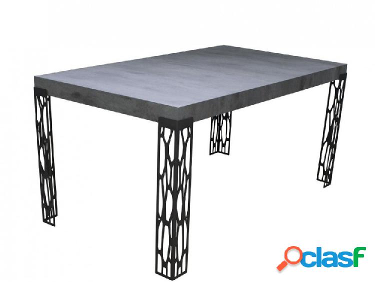 Tavolo cemento con gambe particolari in ferro lavorato