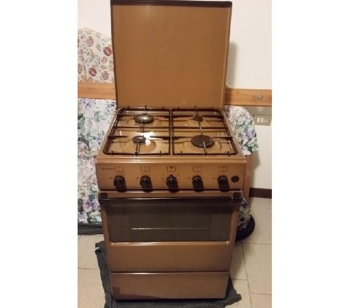Cucina 4 fuochi con forno a gas marca bompani