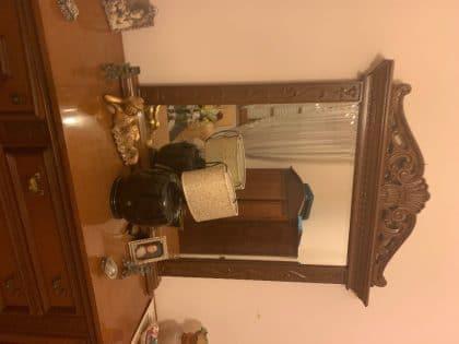 Credenza in legno massello di noce e due comodini