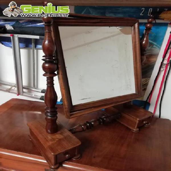 Specchiera in legno, in ottime condizioni, da posizionare su