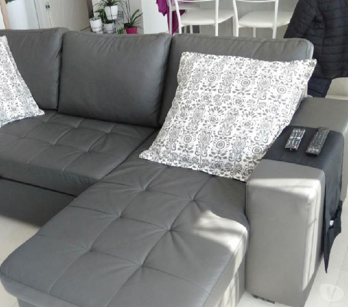 Divano letto in ecopelle con chaise longue tre posti