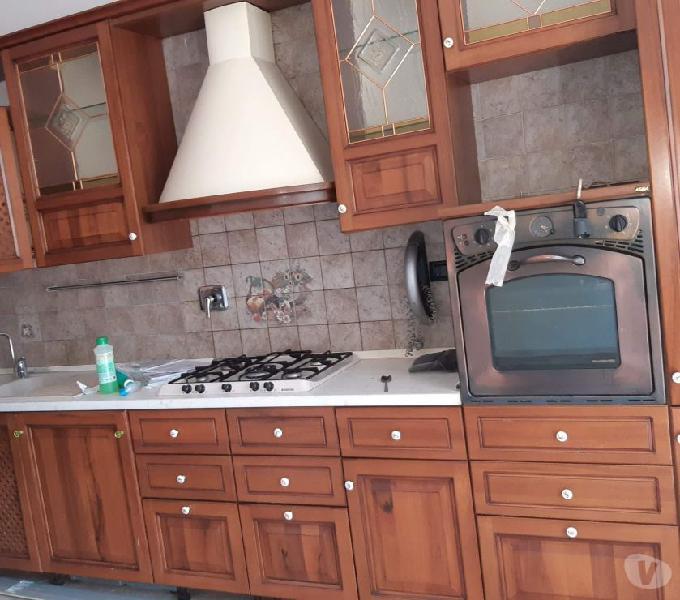 Cucina di notevoli dimensioni