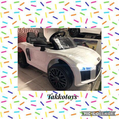 Auto macchina elettrica r8 power bianco