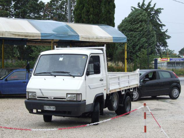 Autocarro Nissan Trade 3.Td 85cv 35q ribaltabile trilaterale