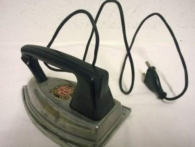 Ferro da stiro giocattolo anni '60