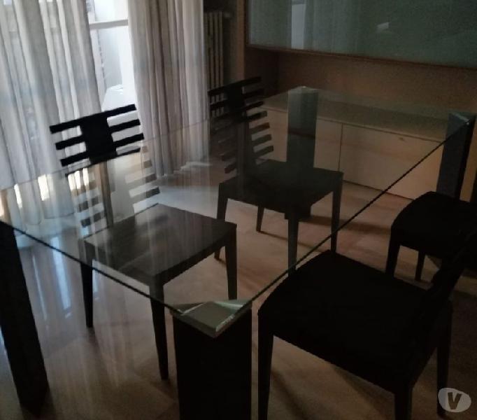 Tavolo sedie divano e lampadari firmati