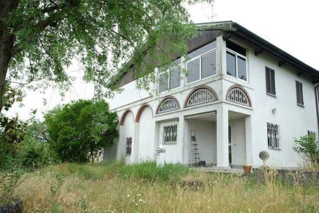 Proprieta' immobiliare + terreni mq 28.200 (p.m. 43)