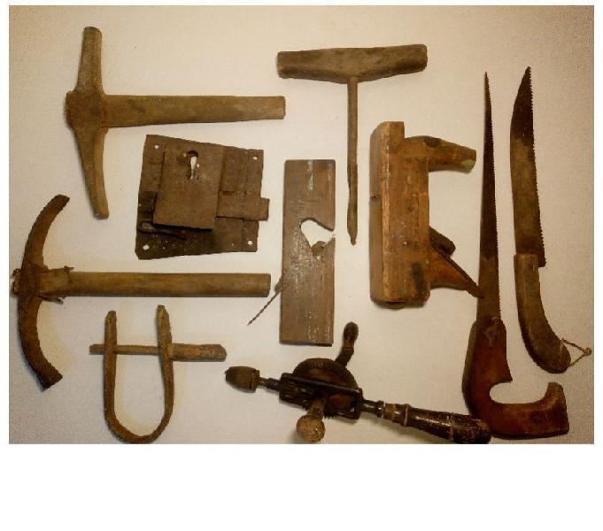 Vecchi attrezzi antiquariato