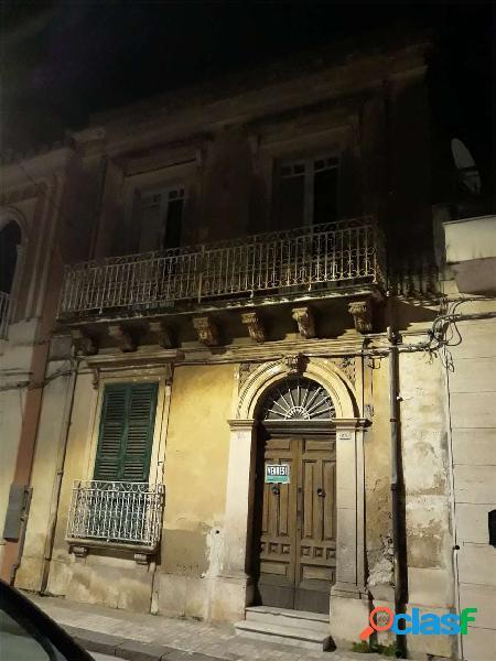Palazzo storico floridia via garibaldi