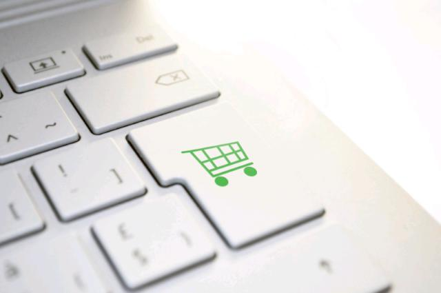 Commerciale servizi ecommerce e social media