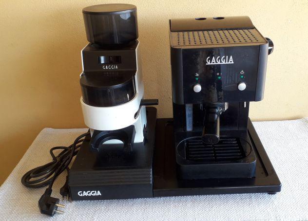 Macchina caffe', macinino e base gaggia
